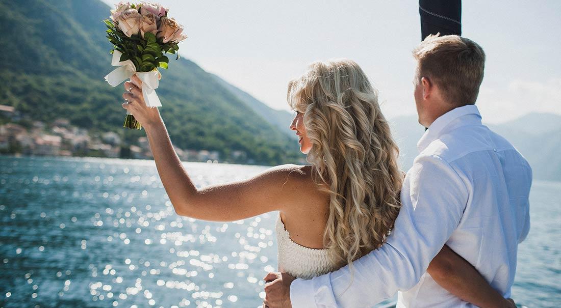 Wedding-Couple-On-The-Luxury-seasidewedding_vanessa_cerrone