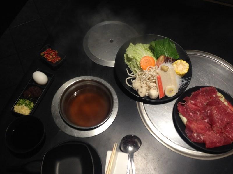Un plat qui cuit devant vous et que vous assaisonnez comme bon vous semble !