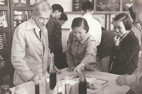 Agustín Anido Artiles durante su visita a China en 1963.