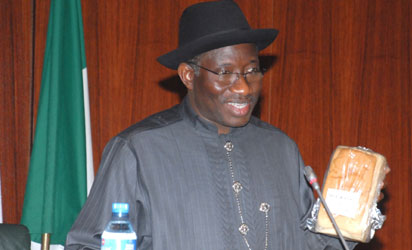 File photo: President Goodluck Jonathan presenting the 40% Cassava flour-baked bread to the public during the weekly meeting of the Executive Council of the Federation at the State House, Abuja.