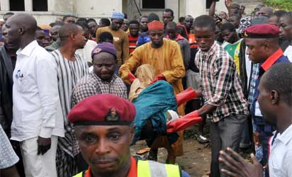 RESCUE OPERATORS EVACUATING REMAINS OF PEOPLE KILLED IN AN UNCOMPLETED BUILDING BY UNKNOWN GUNMEN AT APO ZONE E IN ABUJA ON FRIDAY (20/9/13).