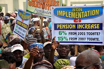 Pix:尼日利亚拉各斯州养老金领取者协会抗议拉各斯州政府未支付养老金领取者的欠款和小费,在拉各斯大厦,Alausa,Ikeja。照片:Bunmi Azeez