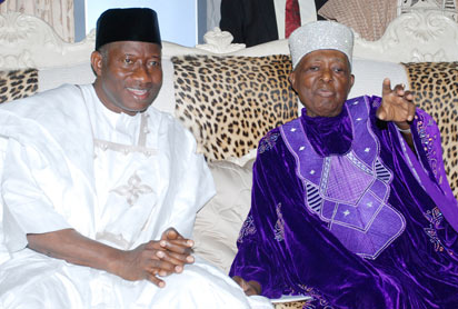 President  Goodluck Jonathan with the Ooni of Ife  Oba Okunade Sijuwade  Olubusi (ii)during the President's visit to Ooni yesterday in Ife.