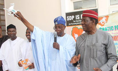 Social Democratic Party Chairman, Chief Olu Falae( m) displaying the party symbol while the National Secretary, Dr. Sadiq Abubakar (2nd right); Third Republic Senator, Ebenezer Ikeyina (2-r); Party Leader, Chief Supo Sonibare (l) and the National Women Leader, Maggie Batubo watching during the public presentation of the SDP party symbol, manifesto, constitution and flag at the party headquarters, Durumi, Abuja. Photo by Abayomi Adeshida.