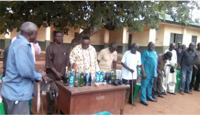 •Town union executives of Agbor Obimo and Agbor Eziani with Igwe Spencer Ugwoke