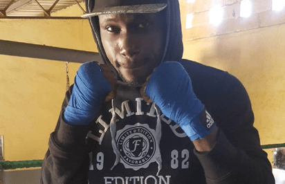 Nigeria pro boxer fights for Middleweight belt in Senegal 1