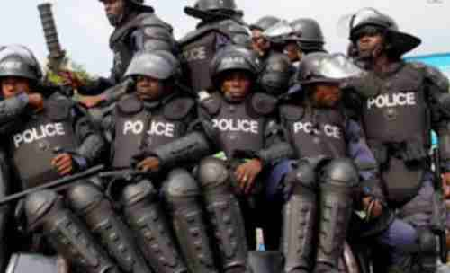 Hoodlums on rampage: Attack police officer in broad daylight
