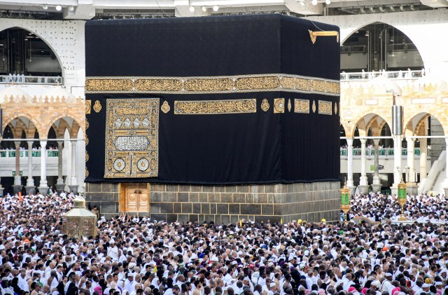 Muslim pilgrims observe pandemic rules as downsized Hajj peaks