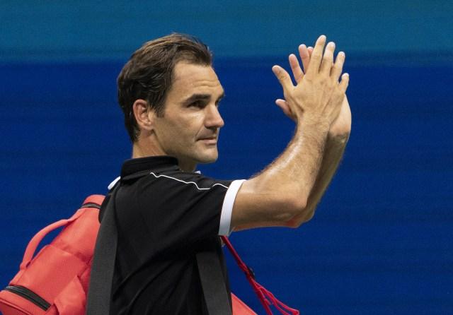 Roger Federer's season over after knee surgery
