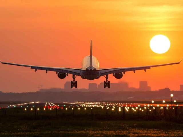 plane travelers without masks