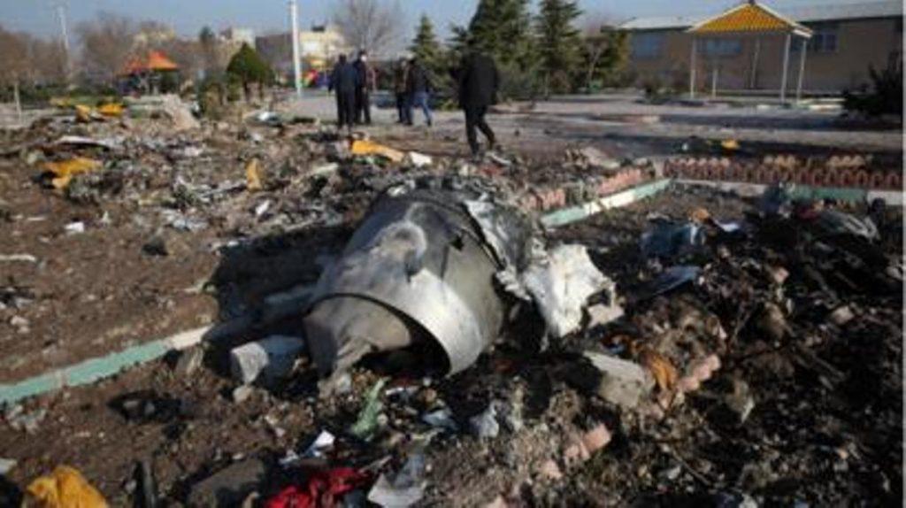 """NNN: أعلنت منظمة الطيران المدني الإيرانية يوم الجمعة أنها ستقدم شكوى إلى منظمة الطيران المدني الدولي بشأن """"مضايقة"""" طائرتها المقاتلة من قبل طائرتين مقاتلتين أمريكيتين فوق المجال الجوي السوري يوم الخميس. وذكرت وكالة برس تي في أن منظمة الطيران المدني الإيراني حثت في بيان منظمة الطيران المدني الدولي على معالجة هذه القضية على الفور ، […]"""