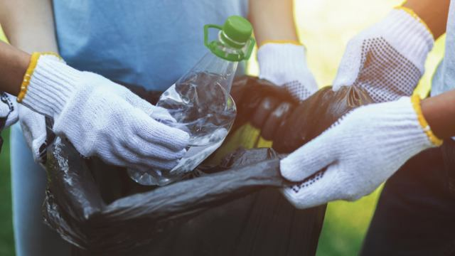 Kuwait teaches how to produce fuel from plastic waste