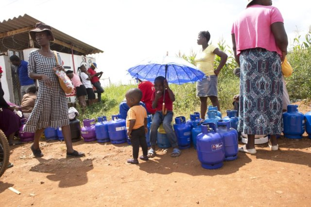 Lockdown: In Zimbabwe, 'you win coronavirus or you win starvation'