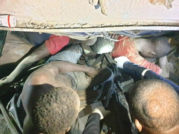 COVID-19 lockdown: Fallen truck crushes 6 to death in Lagos