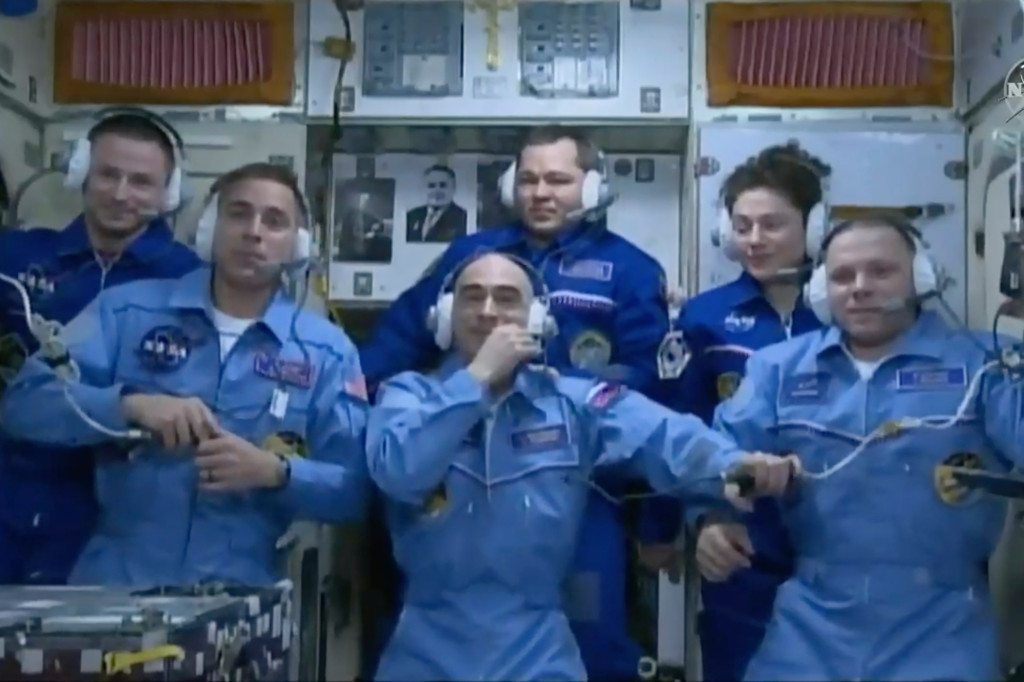 Astronauts expect tough return home