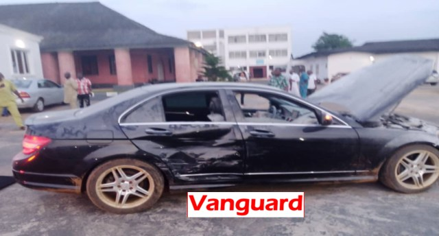 Man drives wrecklessly into Ooni's palace, damages gates, two vehicles