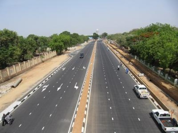 FG's efforts on road projects in S'West deserve commendation – Road users