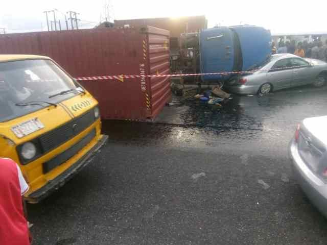 Recall that there has been an increase in the spate of trailer-related accidents claiming lives and property in the state in recent times, the latest occurrence was on Friday at Cele Bus Stop, on the Oshodi-Apapa expressway.