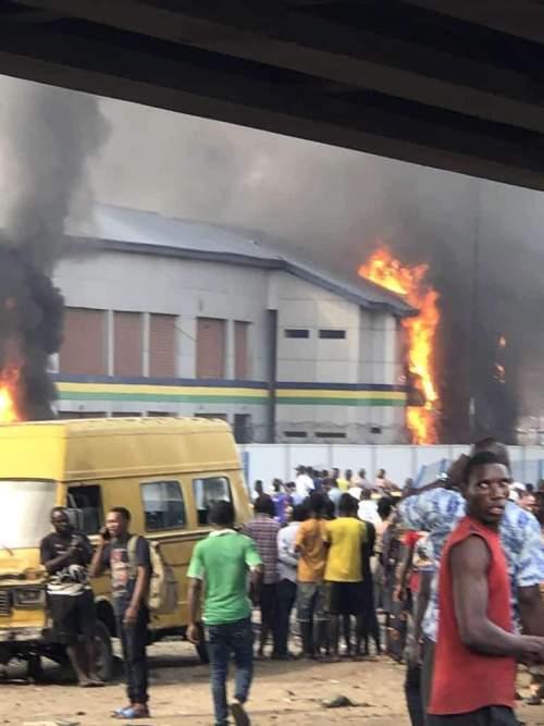 #EndSARS: 4 police stations, Ajeromi/Ifelodun LG secretariat burnt