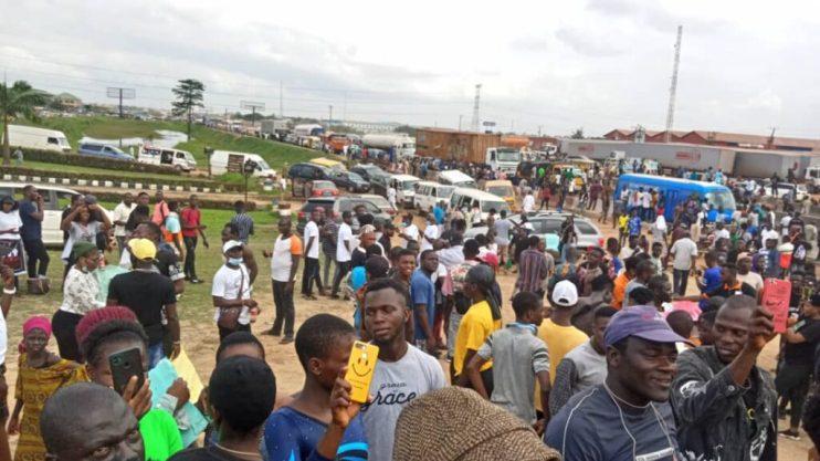 PHOTOS: #EndSARS protests causes gridlock at Magboro