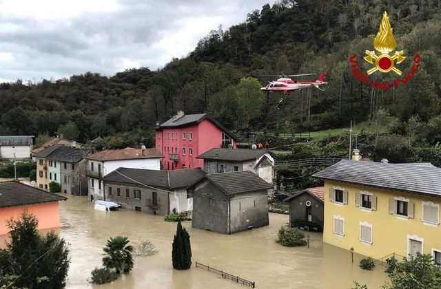 Hundreds join search in France after deadly flash floods