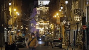 Italy to go into lockdown for Christmas and New Year's festivities