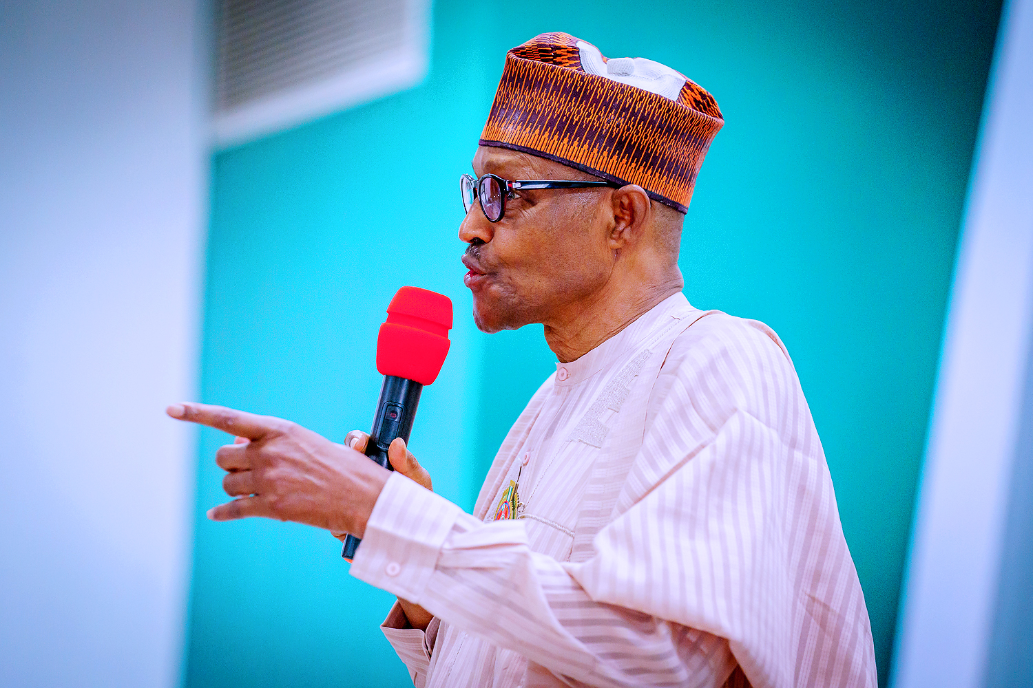 Insecurity: Service chiefs know what's wrong — Buhari