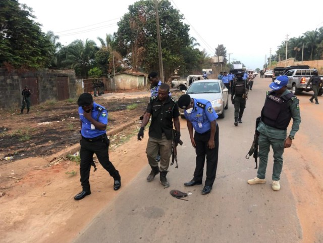 Police foil bank robbery, arrest 2 suspects