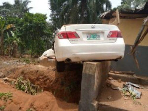 Speeding driver dies, kills female pedestrian in Anambra