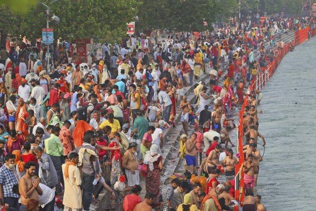 Huge crowds at India's Kumbh festival as coronavirus pandemic surges