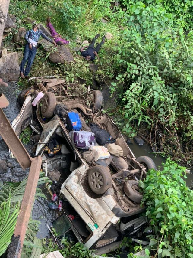 Newly married man, four others dead as bus plunges into Ondo river [photos]