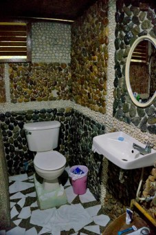 LAS CABANAS RESORT – PALAWAN, PHILIPPINES - The mosaic bathroom