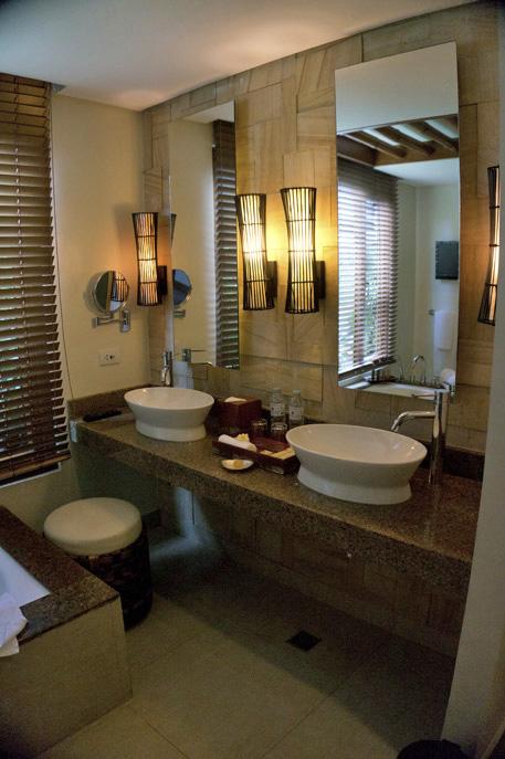 THE CRIMSON RESORT & SPA – MACTAN, CEBU – PHILIPPINES - The bathroom