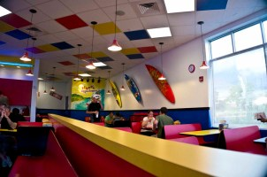 Teddy's Bigger Burgers - Hawaii - Surfer theme in the seating area