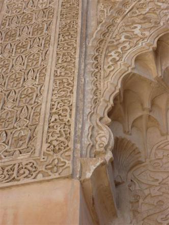 Atomen | Gestapelde leegte in de ornamenten van de Ben Joesoef Madrassa | Medersa Ben Youssef te Marrakesh (gebouwd circa 1570, gerestaureerd in 1950). Foto bvhh.nu 2014.