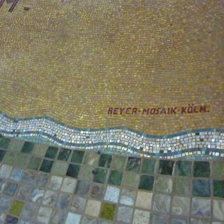 Lambert Lourijsen Zandvoort | Naam van de maker van het mozaïek van de Calvariegroep (1928) in de Agathakerk te Zandvoort. bvhh.nu 2014.