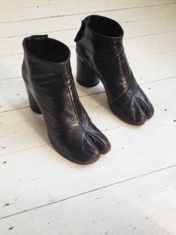 archive Maison Martin Margiela brown tabi boots — fall 1995