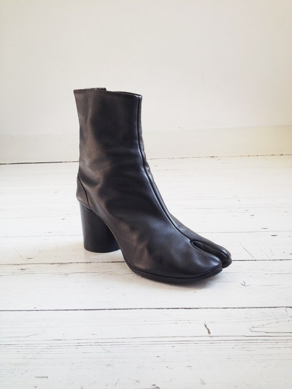 Maison Martin Margiela black tabi boots 40 – early 90s | shop at vaniitas.com