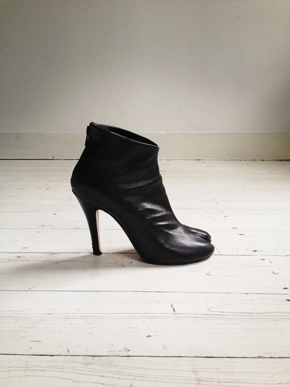 Maison Martin Margiela black tabi boots (38) | shop at vaniitas.com