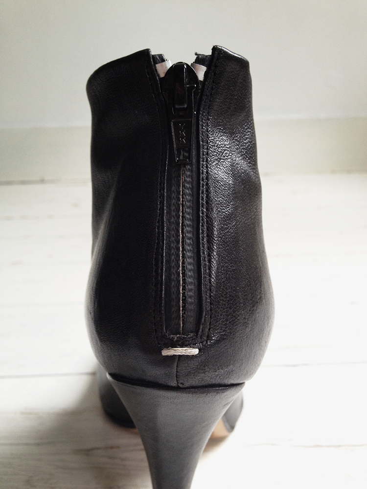 Maison Martin Margiela black tabi boots with stiletto heel 38 6650 copy