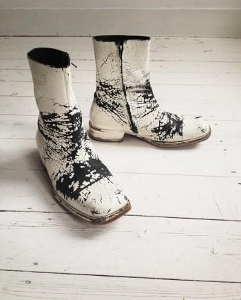 Maison Martin Margiela white painted boots (41) — 2003