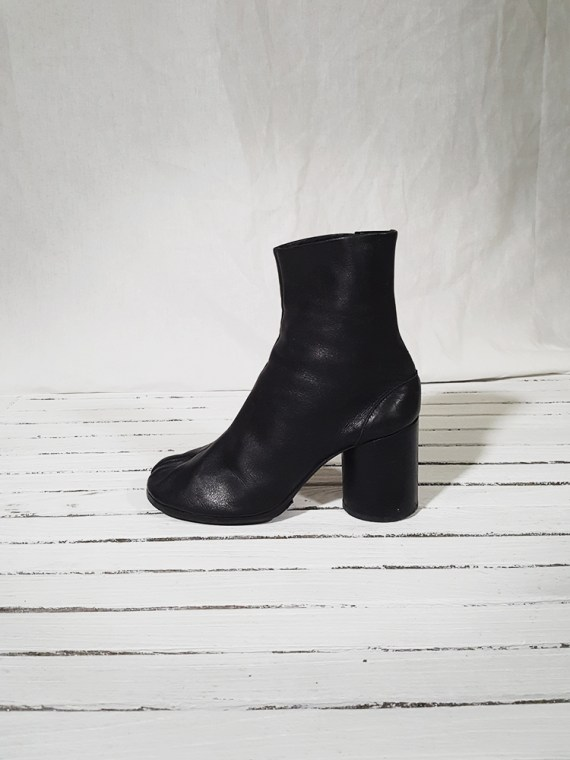 archive Maison Martin Margiela black leather tabi boots with block heel_151630