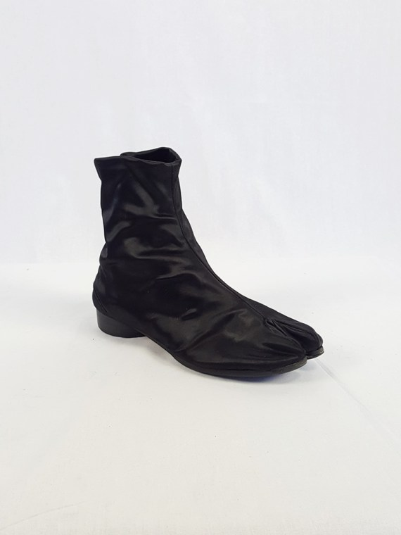 vintage Maison Martin Margiela black satin tabi boots with low heel fall 1998 105353