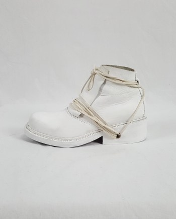 Dirk Bikkembergs white boots with front flap and laces through the soles (37) — 90's