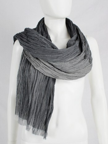 Issey Miyake grey ombre scarf with wrinkled pleats — 1980's