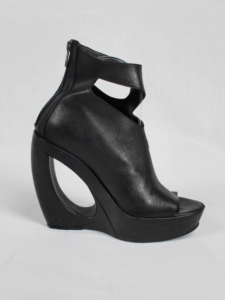 Ann Demeulemeester black platform boots with cut-out curved heel (37) — spring 2013