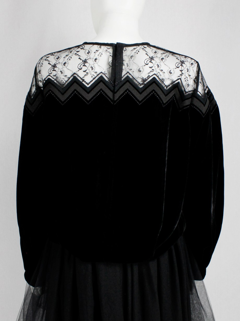 Noir Kei Ninomiya black velvet jumper with lace top and zigzag embroidery — fall 2017