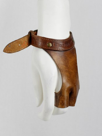 A.F. Vandevorst brown leather two-finger gloves — spring 2001