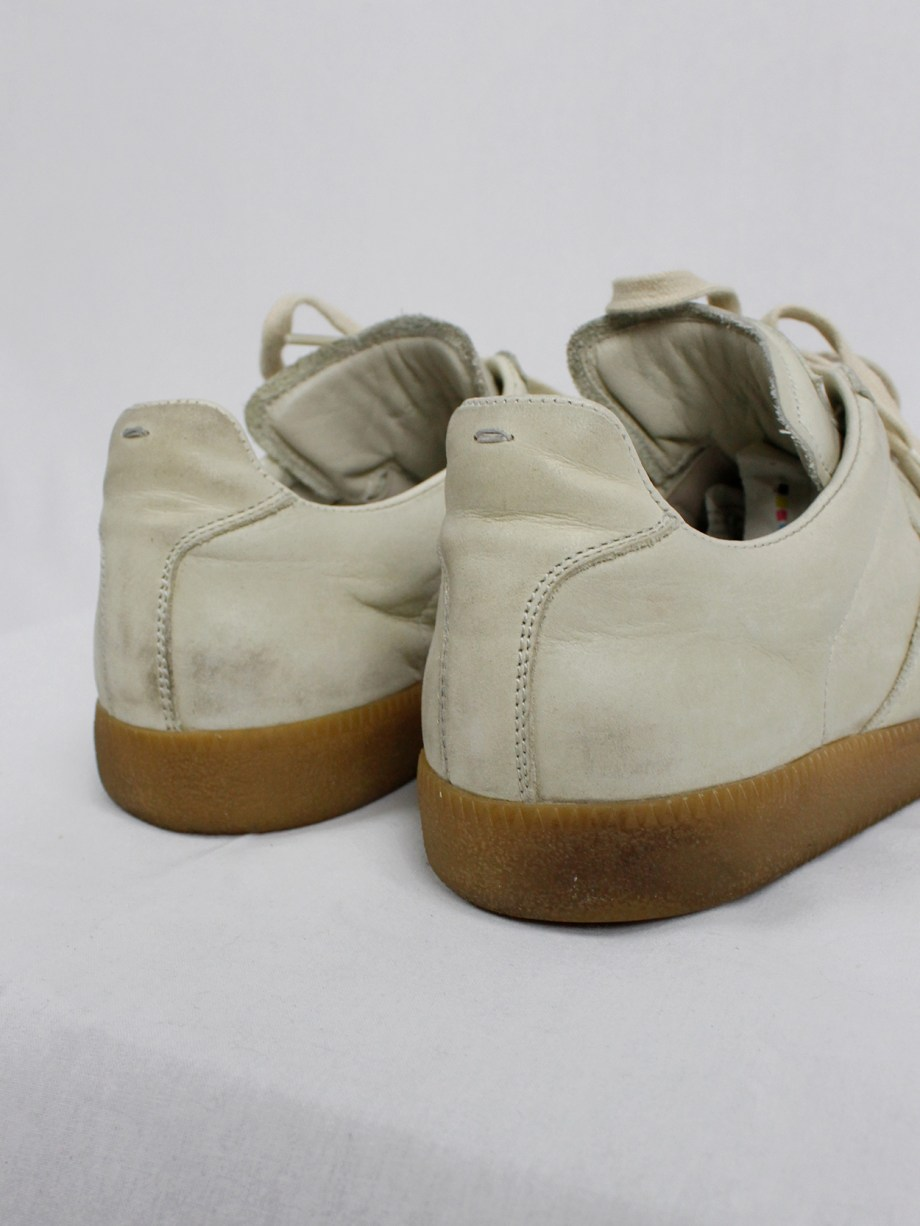 vintage Maison Martin Margiela replica beige sneakers with paint splatters (31)