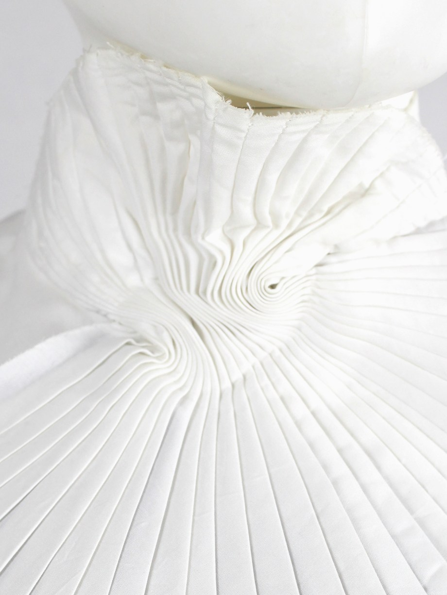 A.F. Vandevorst white and black wing-shaped pleated collar — fall 2001